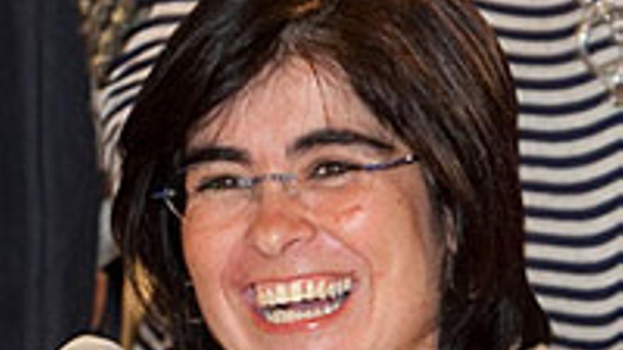 Carolina Darias, feliz por los mil euros.