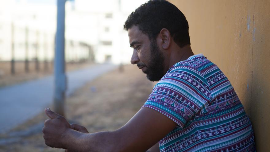Omar, en el exterior del polideportivo de Algeciras