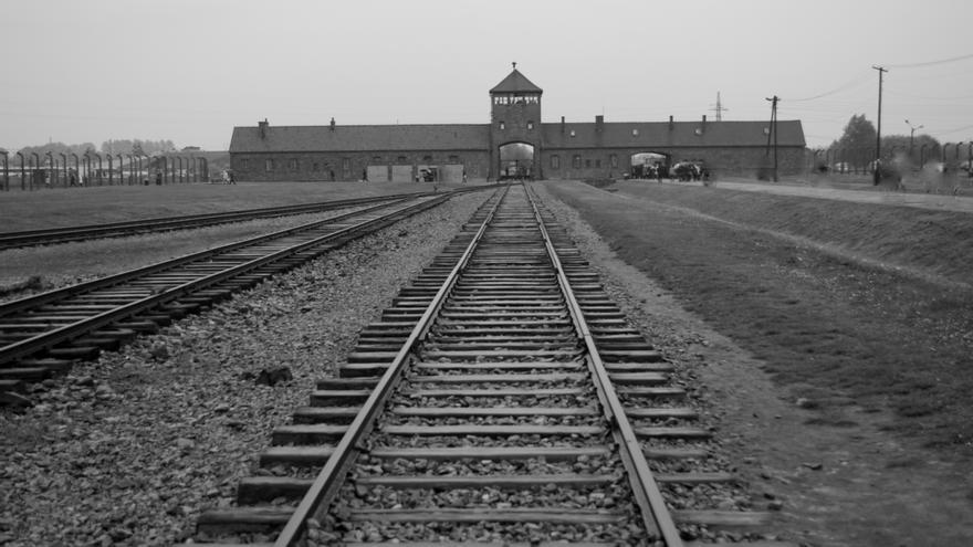 La vía férrea que entraba en Auschwitz-Birkenau nunca fue bombardeada