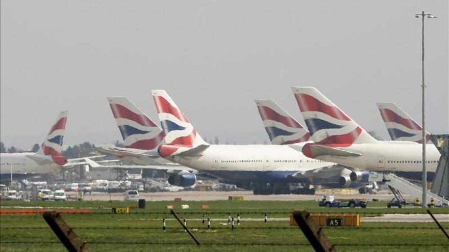 Empresarios británicos piden ampliar la capacidad aeroportuaria en Inglaterra