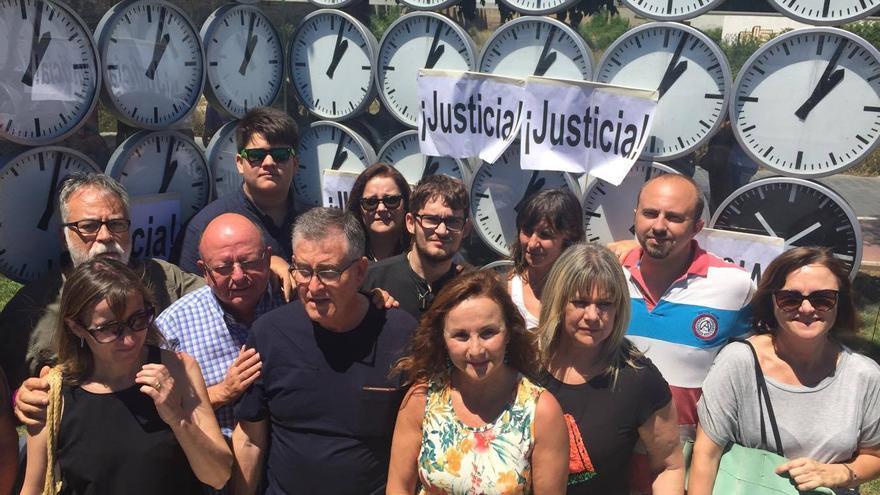 Varios miembros de la Asociación de Víctimas en el 11 aniversario del accidente de metro