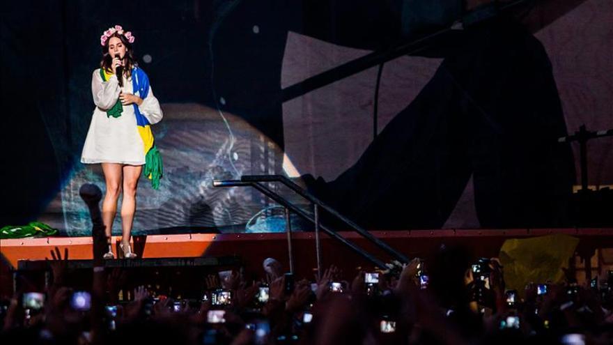 Lana del Rey despliega su sensualidad ante un público entregado en Sao Paulo