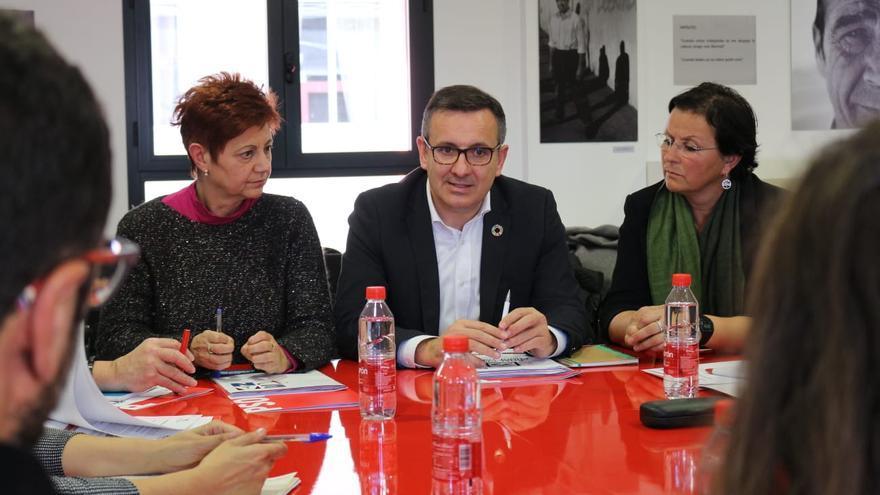 El secretario general del PSOE de la Región de Murcia, Diego Conesa, en la sede de la EAPN