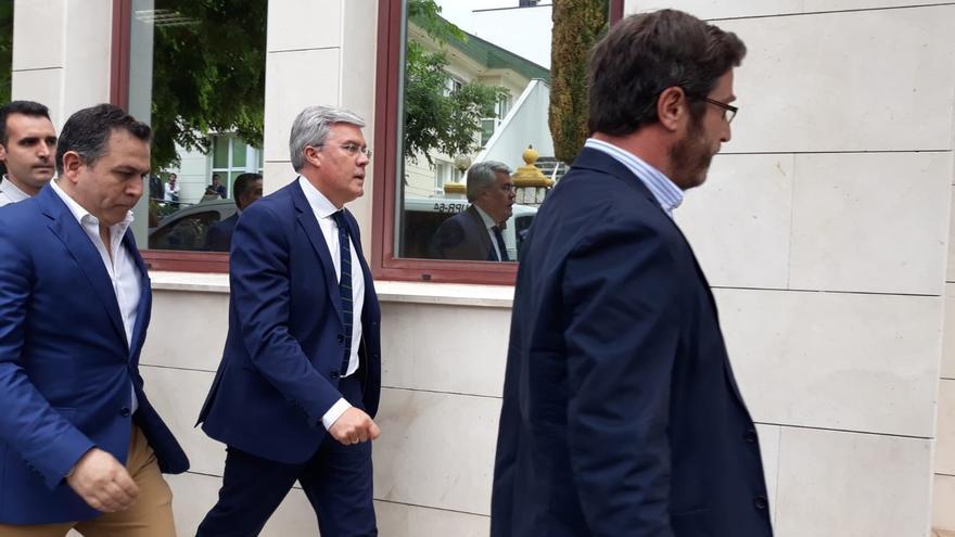 Archivo - El exalcalde de Jaén y secretario de Estado de Hacienda, José Enrique Fernández de Moya, a su llegada al juzgado en junio de 2018 para declarar en la causa de Matinsreg