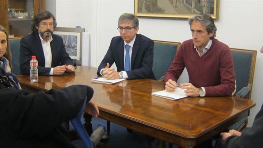 Amparo Pérez e Íñigo de la Serna se reunieron en el Ayuntamiento de Santander.
