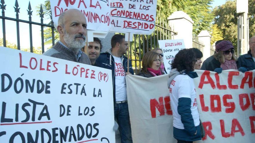 Una de las movilizaciones de los trabajadores despedidos por la alcaldesa de Valverde.