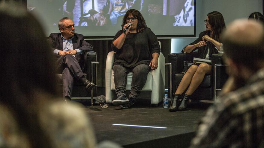 Beatriz, afectada de la PAH, pide a los partidos políticos rentas mínimas más garantistas. / Pablo Tosco (Oxfam Intermón).