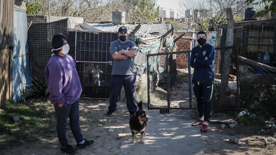 Más del 90 % de los nuevos casos se concentra en la capital argentina y en la provincia de Buenos Aires, el principal foco de la pandemia de coronavirus en la Argentina, de acuerdo al informe vespertino divulgado por las autoridades sanitarias.