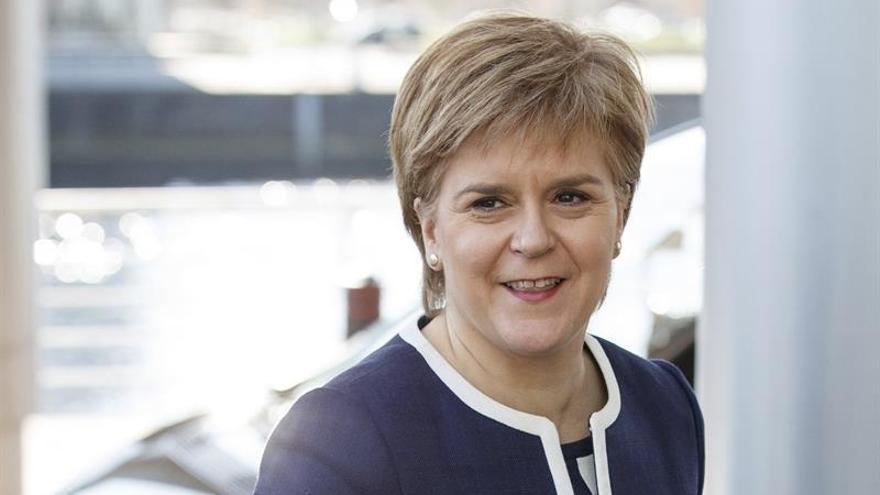 Sturgeon dice que no quiere resolver en los tribunales el referéndum escocés