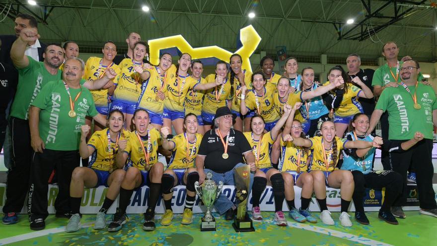 El equipo insular celebra el título de liga