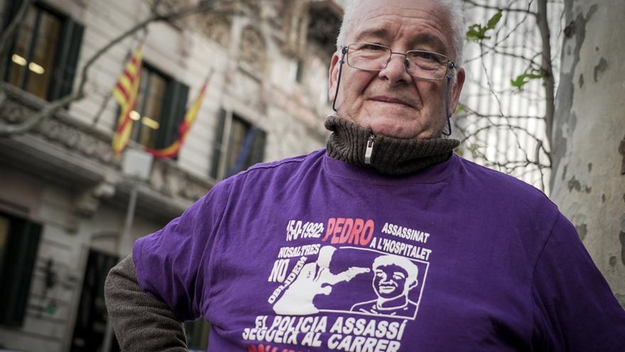 Juanjo Álvarez, padre de Pedro Álvarez, frente a la Delegación del Gobierno en Barcelona