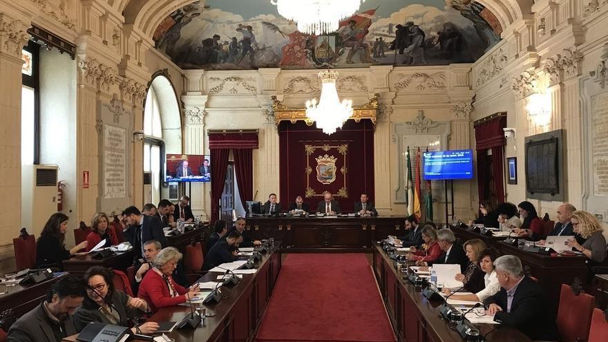 El Pleno aprueba iniciar los trámites para retirar todas las distinciones concedidas a Utrera Molina
