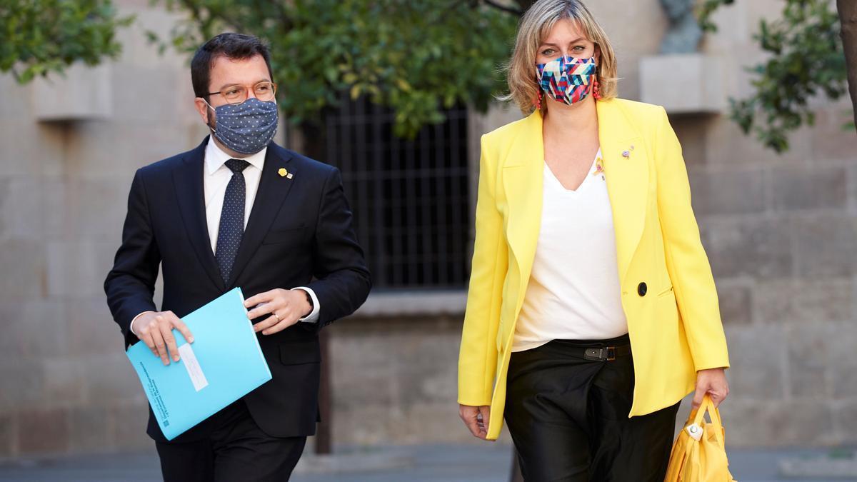 El vicepresidente de la Generalitat Pere Aragonés (i) y la consellera de Salud, Alba Vergés (d). EFE/Alejandro García/Archivo