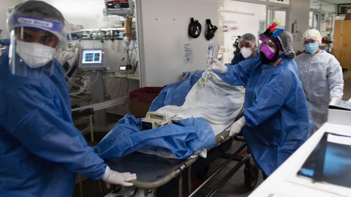 Las Unidades de Terapia Intensiva (UTI) continúan trabajando al límite en el AMBA tras el crecimiento exponencial de casos y contagios que afecta al país en la segunda ola de coronavirus.