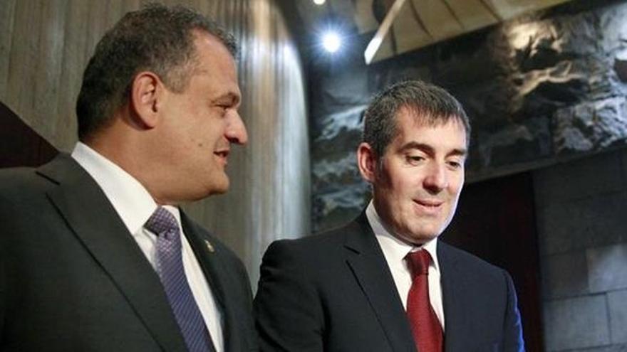 Fernando Clavijo (a la derecha) y el alcalde de La Laguna, José Alberto Díaz