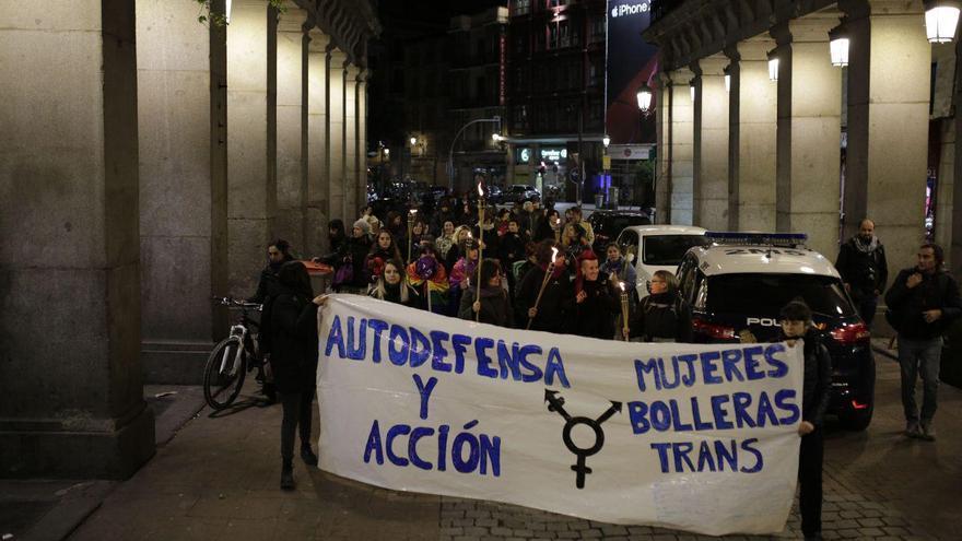Un grupo de mujeres protesta en el centro de Madrid en el arranque del 8M.