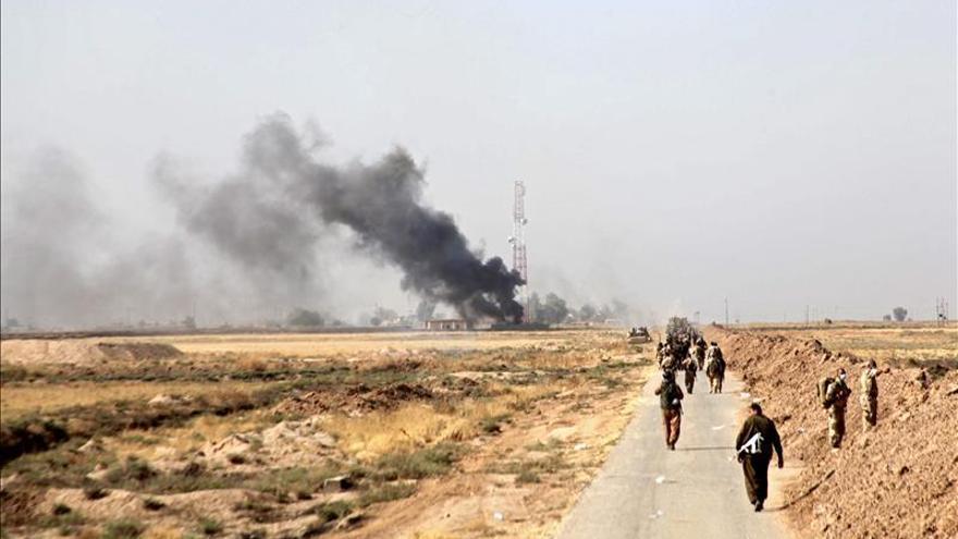Las fuerzas kurdas repelen 16 ataques suicidas del EI en su ofensiva sobre Sinyar
