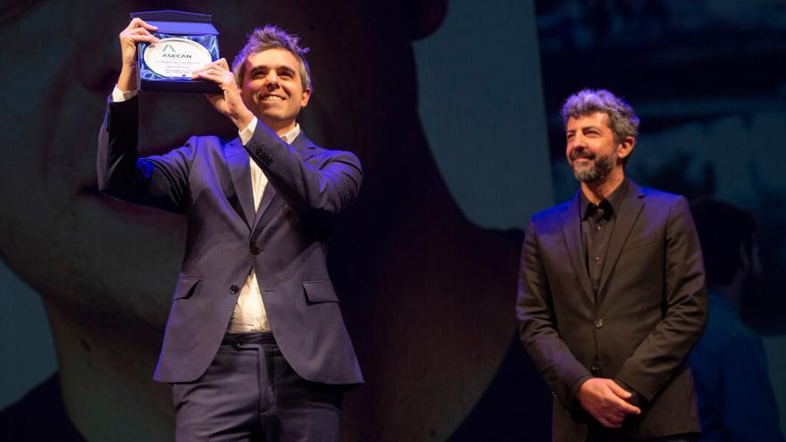 Guillermo Rojas con Alberto Rodríguez en la gala Asecan.