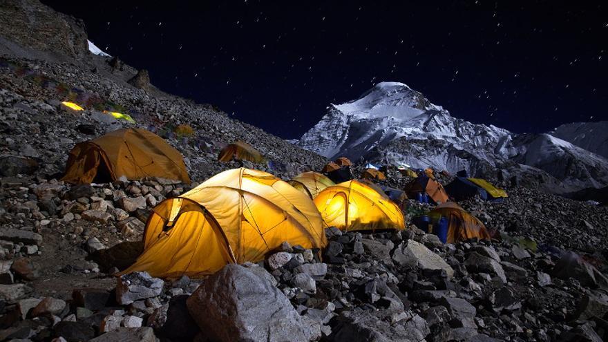 Un campamento durante una expedición al Cho Oyu, en Tibet / Foto: Javier Camacho.