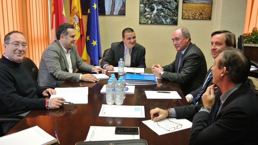 Reunión del consejero de Agricultura con la Junta Central de Regantes de la Mancha Oriental / JCCM