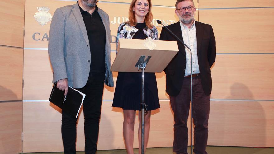 El vicealcalde de Castellón, Enric Nomdedéu, la alcaldesa, Amparo Marco, y el concejal de Hacienda, Antonio Lorenzo, en la presentación de los presupuestos municipales para 2015.