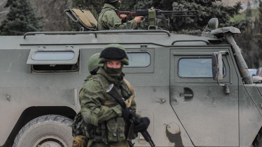 Militares rusos desplegados por Crimea / Andrew Lubimov (AP)