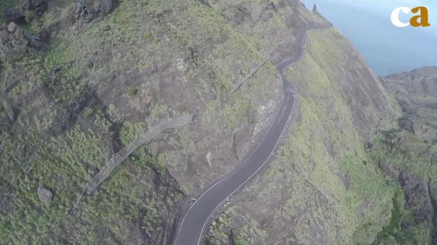 La carretera de La Aldea: 365 curvas bajo amenaza de derrumbe.