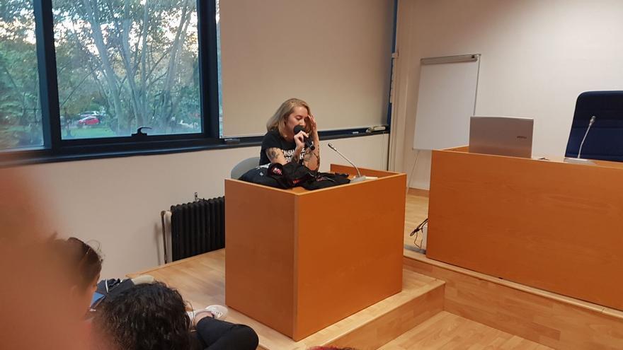 María Murnau, corresponsable de Feminista Ilustrada, en una charla de la Universitat de València organizada por Saó
