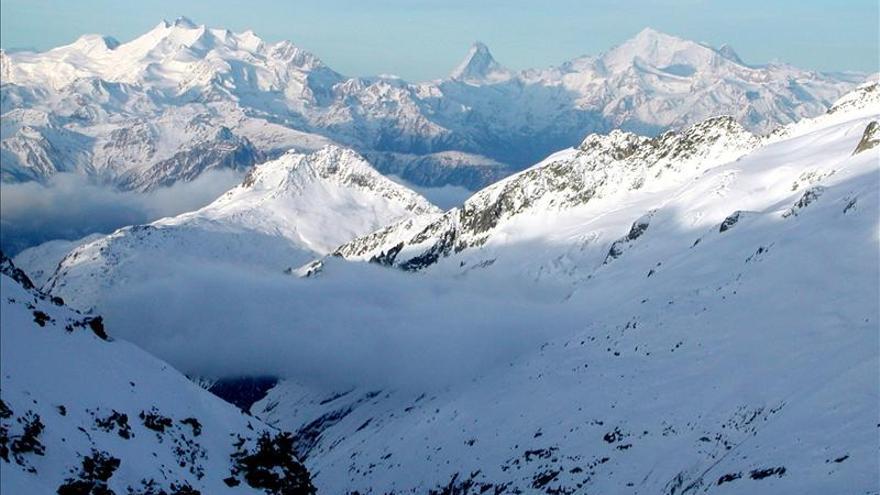 Cuatro muertos y un herido grave por avalanchas de nieve en los Alpes suizos