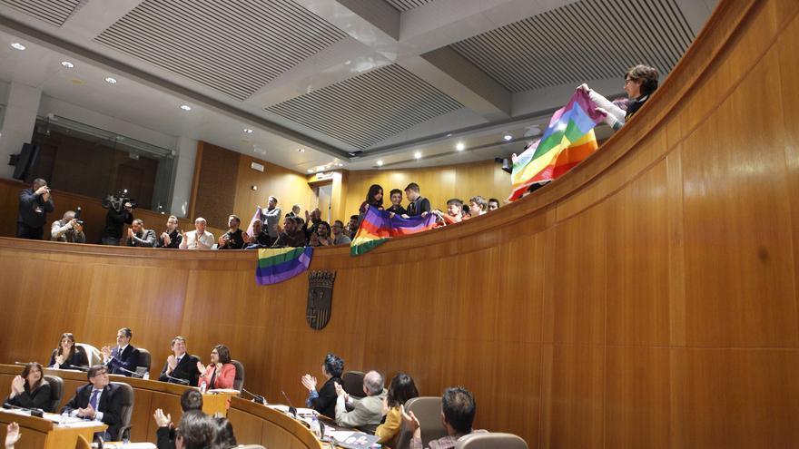 La aprobación de la ley terminó con un aplauso en las Cortes de Aragón