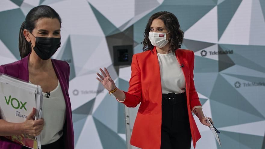 Rocío Monasterio e Isabel Díaz Ayuso antes del debate.