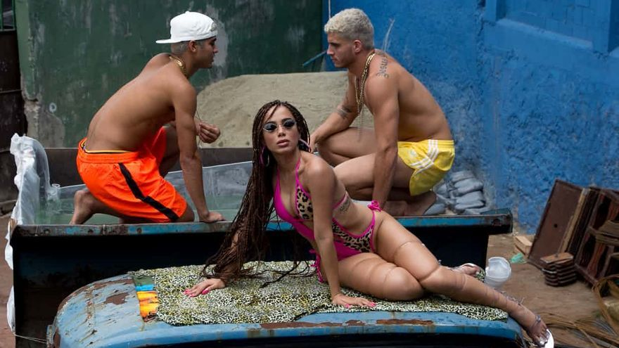 La canción de Anitta ha conseguido alcanzar el top 20 mundial con la canción de su polémico vídeo Vai Malandra