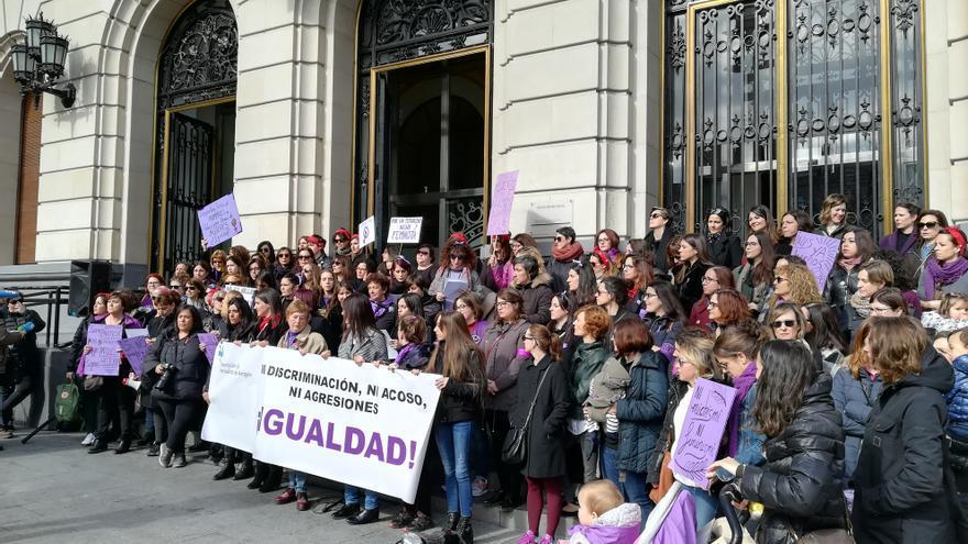 Las comunicadoras se han concentrado este 8M en Zaragoza