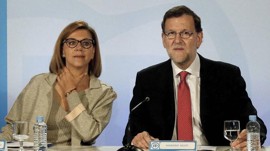El presidente del Gobierno en funciones, Mariano Rajoy, y la secretaria general del PP, María Dolores Cospedal. Foto: EFE