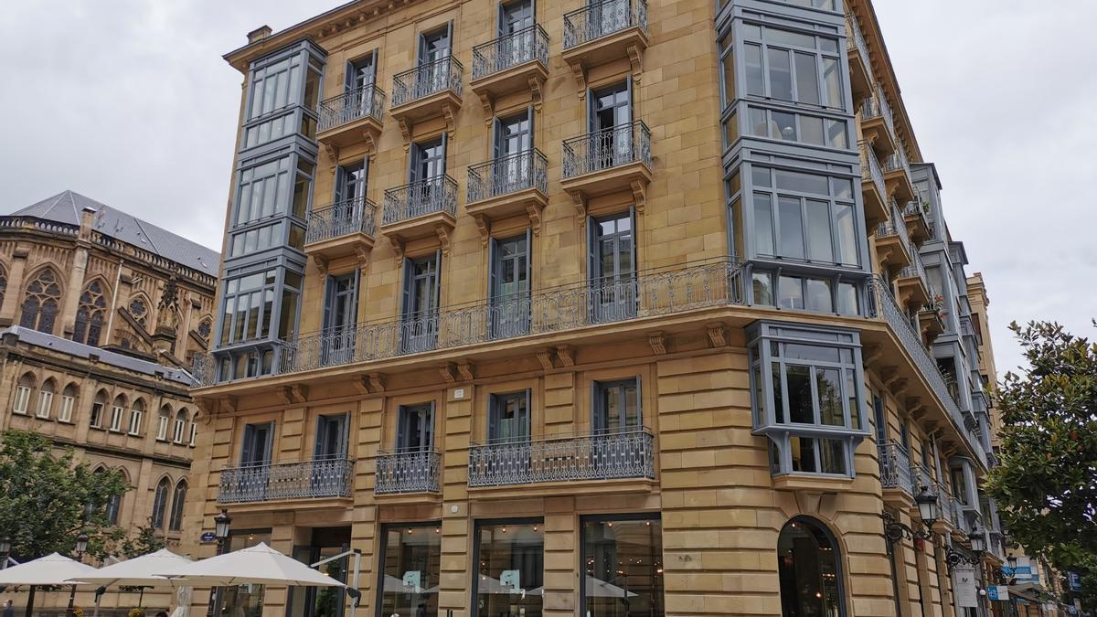 Fachada del hotel Villa Katalina en la calle Urdaneta.