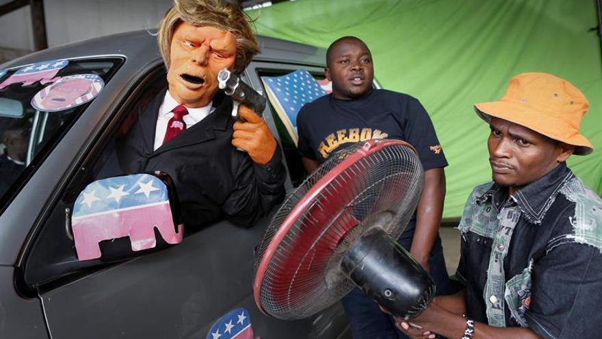 Un Donald Trump punk y con tupé móvil, estrella de los guiñoles kenianos