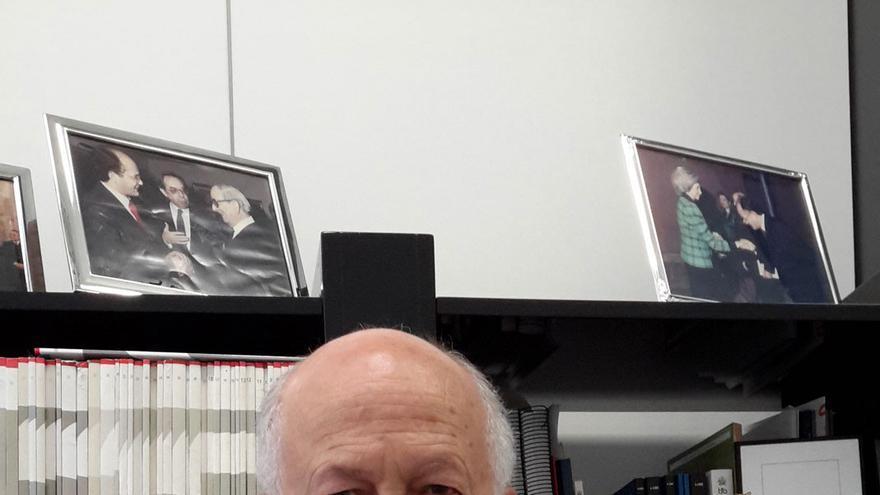 Juan Ignacio de Mesa en su despacho de Ábaco