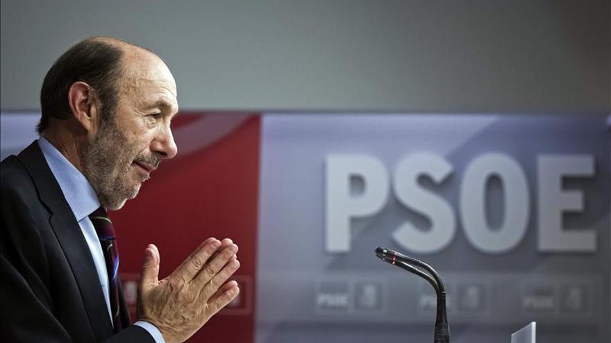 El PSOE pide investigaciones parlamentaria y judicial sobre el caso Bárcenas
