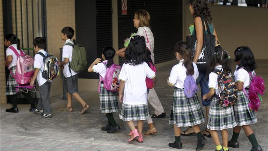 Uniformes escolares, aliados de los padres en tiempo de crisis