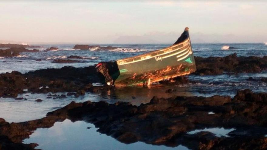 Al menos tres fallecidos al volcar una patera cerca de la costa de Lanzarote
