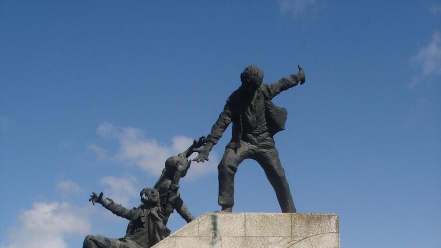 Monumento en homenaje a Amador y Daniel, en Ferrol