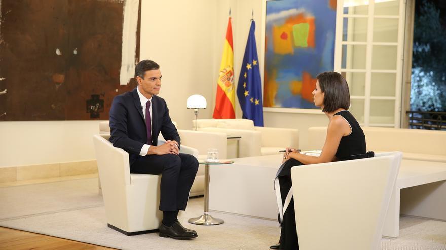 Pedro Sánchez y la periodista Ana Pastor durante la entrevista de El Objetivo (La Sexta).