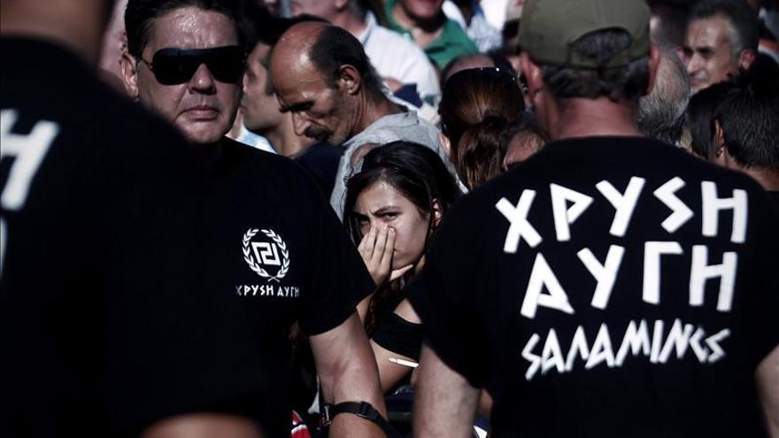 """Los neonazis griegos reparten comida """"solo a griegos"""" en plena campaña electoral"""