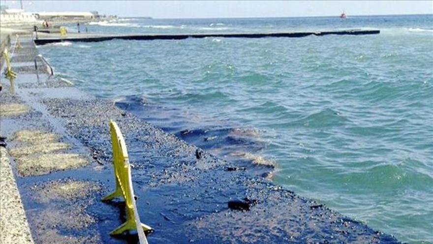 Cerradas varias playas del sur de Gran Canaria por un vertido de petróleo