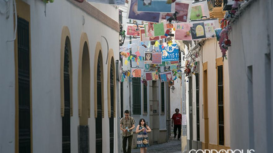La calle Imágenes, con los niños refugiados   MADERO CUBERO
