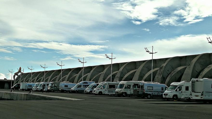 La caravanas  de la asociación de caravaning GB Motorhome Tours'del Reino Unido en el Puerto de Tazacorte.