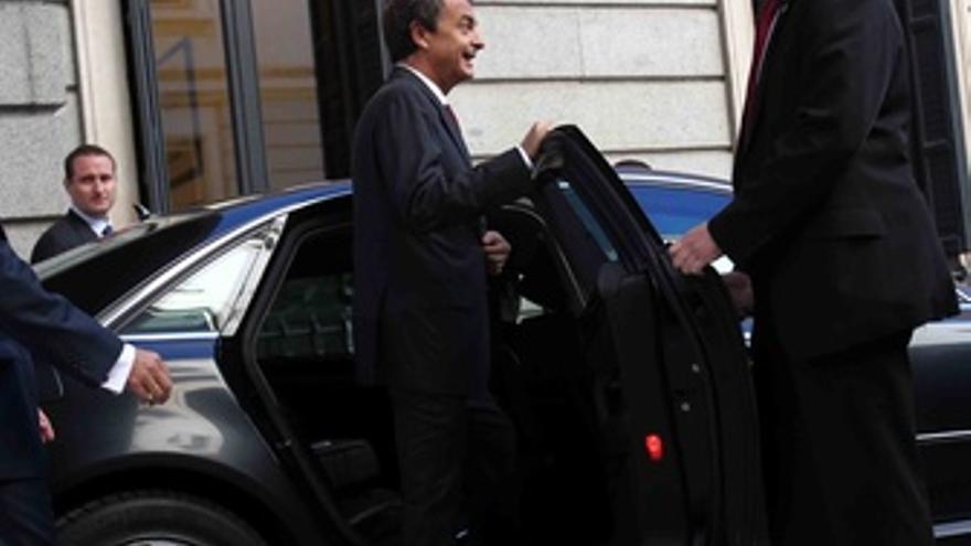 Zapatero, Abandonando El Congreso En Coche