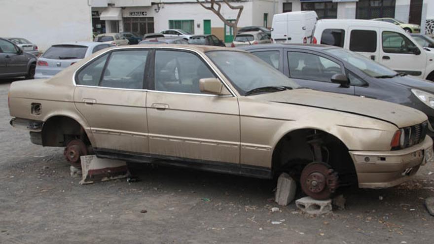 Vehículo abandonado en las calles de Arrecife.