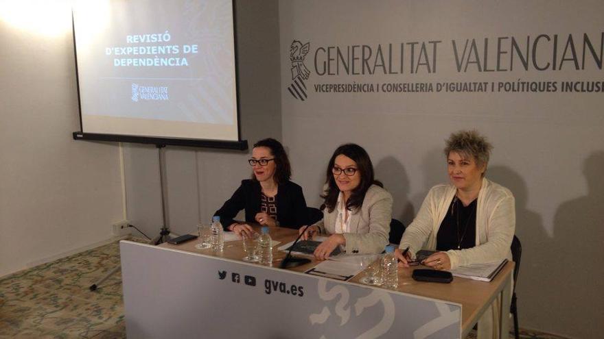 La vicepresidenta del Consell, Mónica Oltra, en el centro de la imagen