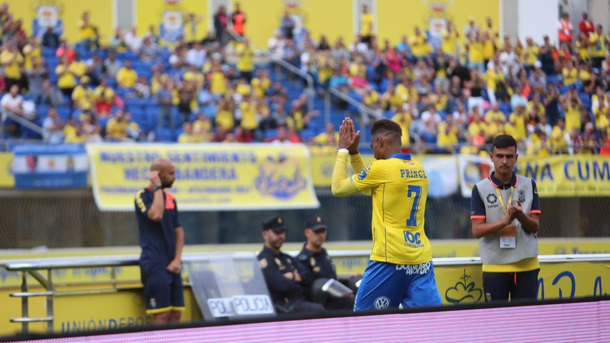 Kevin Prince-Boateng pide disculpas a la afición de la UD Las Palmas por su expulsión frente al Atlético de Madrid en el Estadio de Gran Canaria.